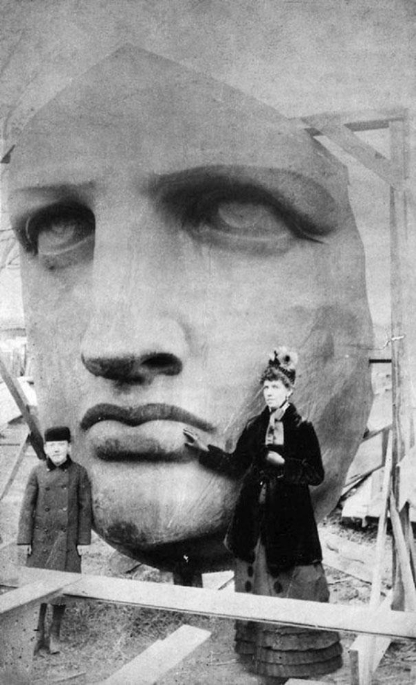 02-Unpacking-the-head-of-the-Statue-of-Liberty-1885
